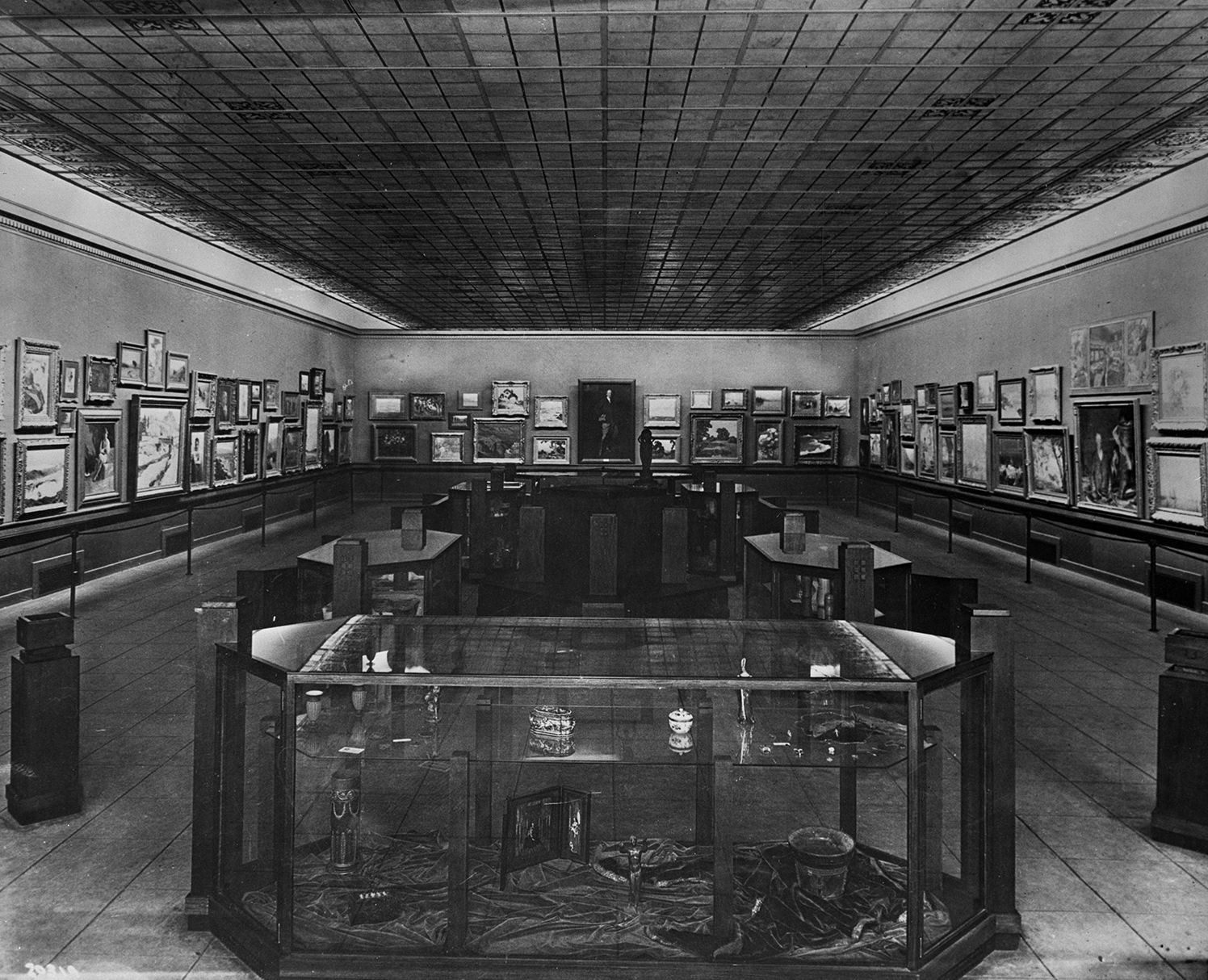 Inaugural display in the art wing of the Los Angeles County Museum of History, Science, and Art, 1913