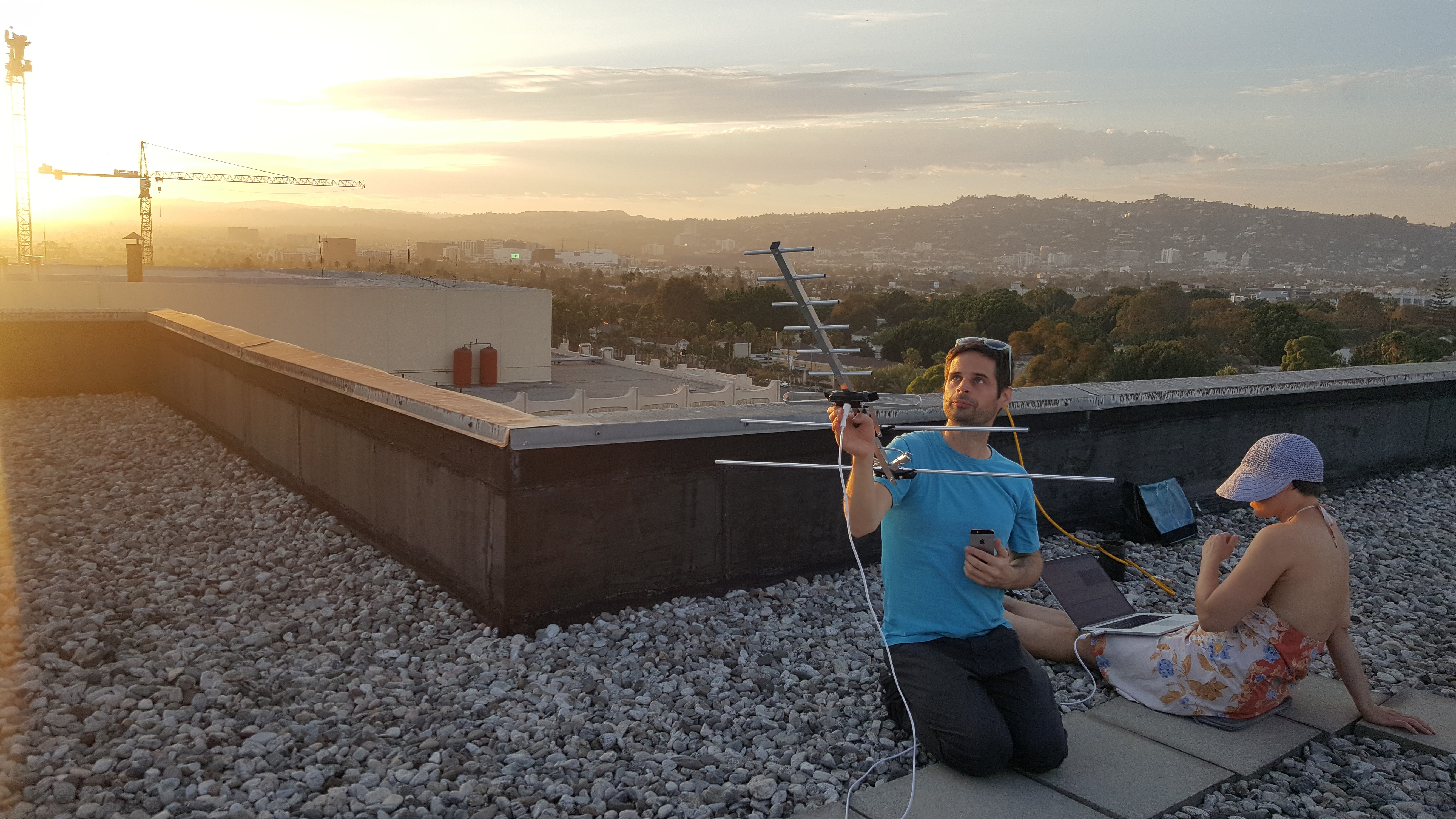 Tracking satellite signals on the roof at LACMA, August 2017. © Kovács/O'Doherty